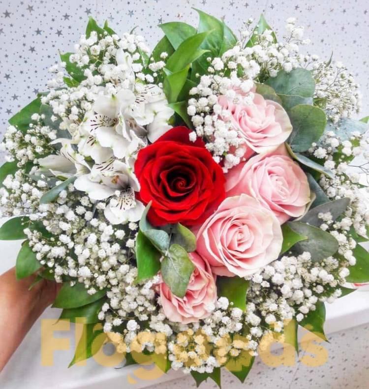 Открытки цветы розы с гипсофилами, лет знакомства картинки